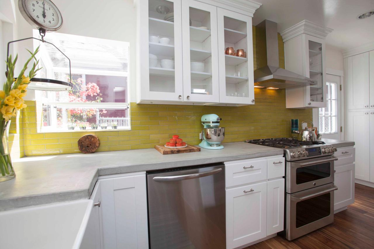 How To Make Your Small But Full Of Charm Kitchen Look Big Ryugaku Door